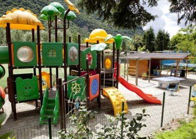Speeltuin aanzicht camping International te Porlezza bij Bella Villetta Chaleetverhuur