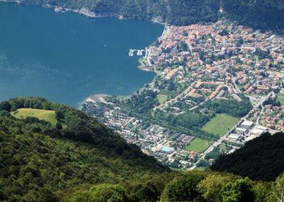 De baai van Porlezza en Camping International gezien vanaf San Benedetto bij Bella Villetta chaletverhuur