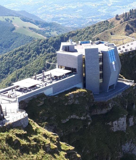 Het bergstation met een panoramisch terras, chaletverhuur Bellavilletta, Porlezza